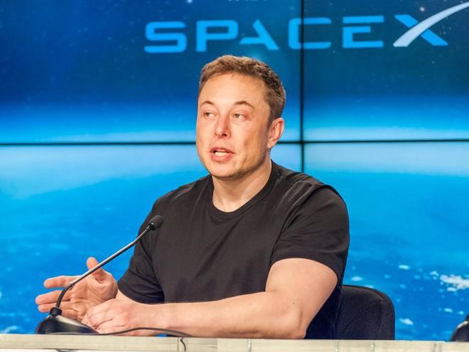 Starlink là một dự án vô cùng tham vọng của tỷ phú Elon Musk, phủ sóng internet tốc độ cao trên khắp Trái đất với 12.000 vệ tinh.
