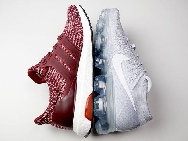 Nike Air Vapormax Vs. adidas UltraBOOST: chỉ hơn kém nhau 10 USD, đôi nào cũng đỉnh biết mua đôi nào? - Ảnh 1.