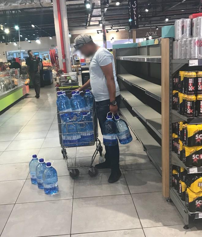 Cape Town, Nam Phi đang dần cạn kiện nước, doanh nhân bán hàng online chớp thời cơ để kiếm lời - Ảnh 4.
