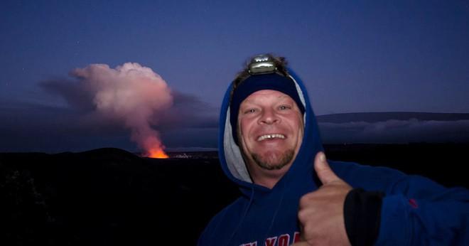 Một nhiếp ảnh gia tử vong khi đang dẫn tour chụp ảnh dung nham ở Hawaii - Ảnh 3.