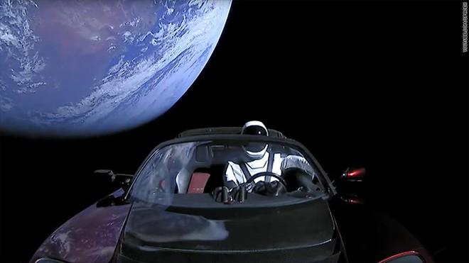2,3 triệu người trên toàn cầu xem SpaceX phóng tên lửa Falcon Heavy, trở thành video trực tiếp có nhiều người xem thứ 2 trong lịch sử YouTube - Ảnh 2.