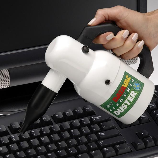Một chiếc máy thổi bụi đồ công nghệ có vẻ ngoài giống một bình nước.