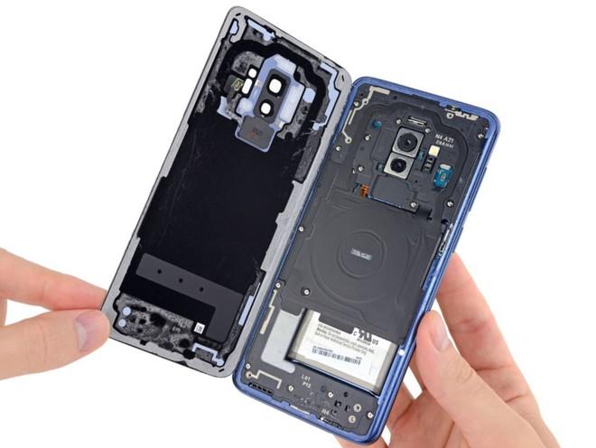 iFixit mổ bụng Galaxy S9+: Cách bố trí tương tự S8+ nhưng có một số thay đổi quan trọng, khó sửa - Ảnh 4.