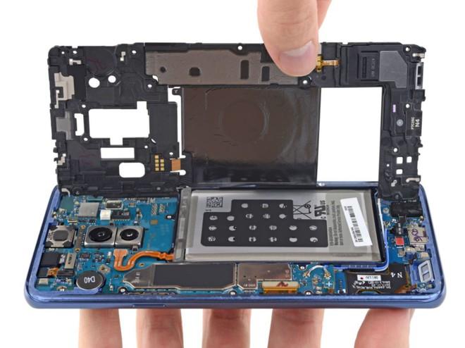 iFixit mổ bụng Galaxy S9+: Cách bố trí tương tự S8+ nhưng có một số thay đổi quan trọng, khó sửa - Ảnh 5.