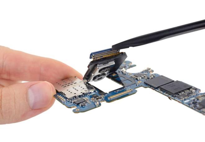 iFixit mổ bụng Galaxy S9+: Cách bố trí tương tự S8+ nhưng có một số thay đổi quan trọng, khó sửa - Ảnh 6.