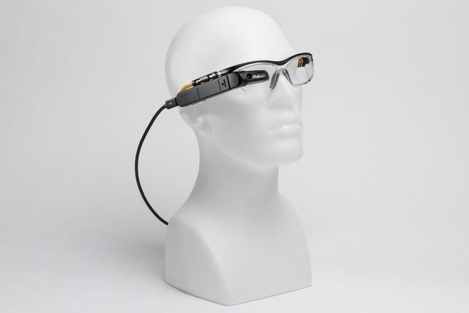 Chiếc kính với khả năng chiếu hệ điều hành Windows này sẽ thay thế laptop trong tương lai không xa - Ảnh 1.