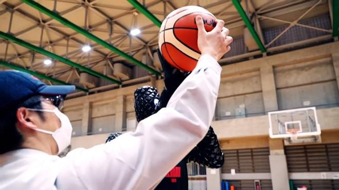 Toyota ra mắt robot bóng rổ với khả năng ném bách phát bách trúng, vượt qua cả các cầu thủ chuyên nghiệp - Ảnh 1.