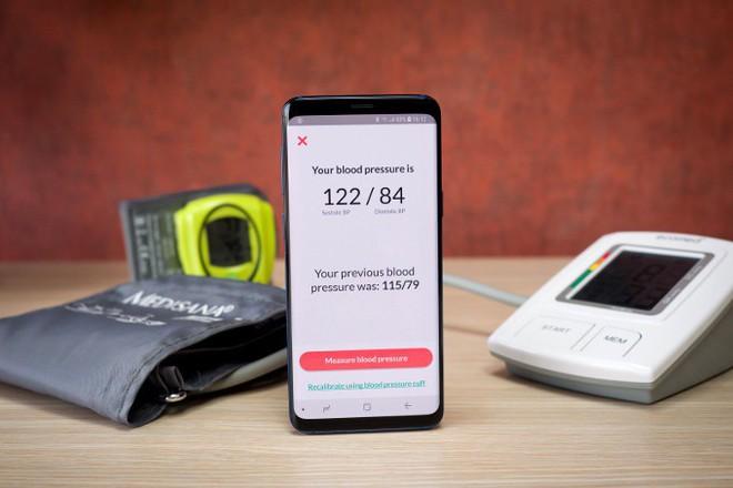 Galaxy S9/S9+ gây bất ngờ với khả năng đo huyết áp của người dùng nhờ một cảm biến quang học - Ảnh 1.