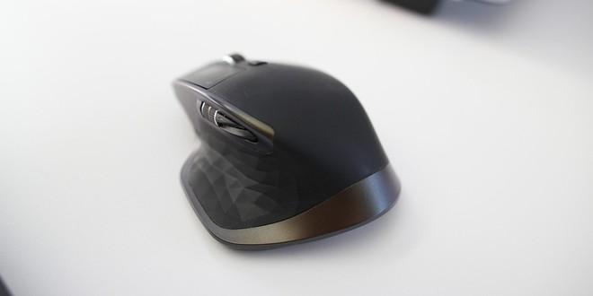 Các phụ kiện khác mà Duino chọn bao gồm chuột MX Master 2S...