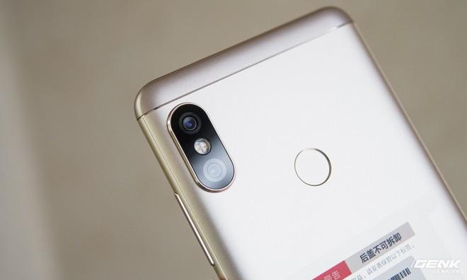 Tuy nhiên, có lẽ là vì Xiaomi muốn làm nó giống iPhone X hơn.