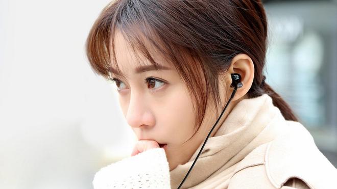 Xiaomi ra mắt mẫu tai nghe Mi Dual-Unit Half-Ear chất lượng cao với giá bán chỉ 250.000 đồng - Ảnh 1.