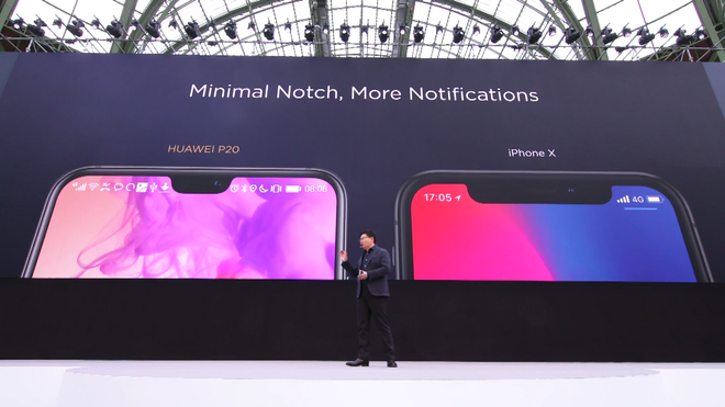 Cái rãnh trên Huawei P20/P20 Pro đã được thu hẹp đáng kể so với iPhone X.