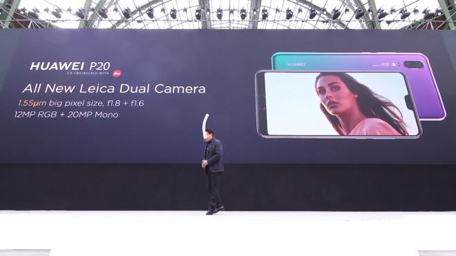 Cụm camera kép sau của P20 có vị trí khá giống với iPhone X.