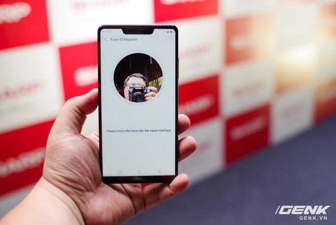 Sharp Aquos S3 chính thức ra mắt: thiết kế tai thỏ, có Face ID, áp dụng cả công nghệ chống va đập của siêu xe, giá 8.990.000 đồng - Ảnh 10.