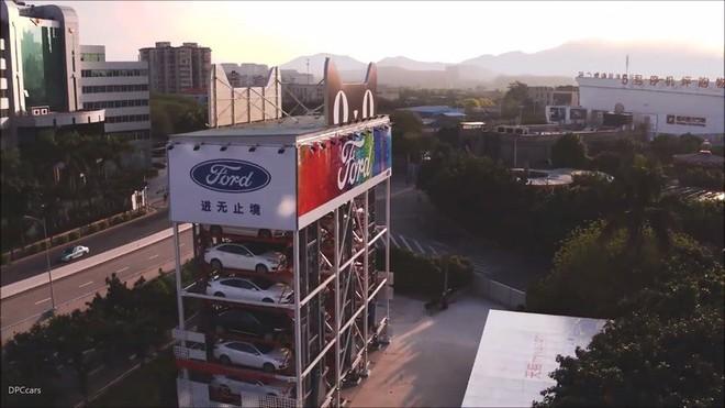 Alibaba bắt tay Ford ra mắt máy bán ô tô tự động, hoàn tất thủ tục mua bán chỉ trong 10 phút - Ảnh 2.