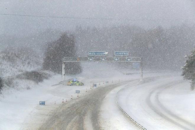 Hình ảnh bão tuyết Emma quần thảo dữ dội khiến nước Anh tê liệt - Ảnh 13.