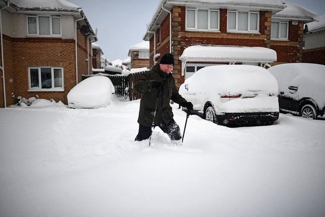 Hình ảnh bão tuyết Emma quần thảo dữ dội khiến nước Anh tê liệt - Ảnh 14.