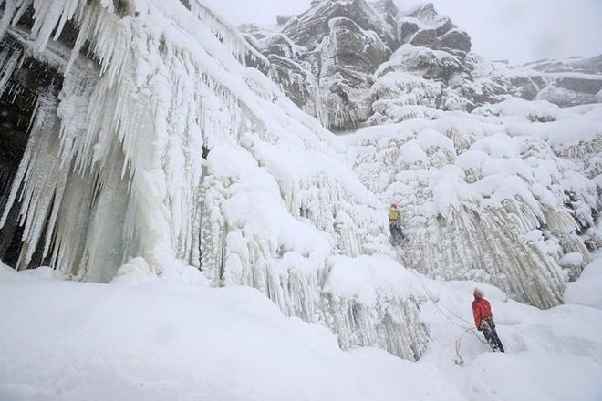 Hình ảnh bão tuyết Emma quần thảo dữ dội khiến nước Anh tê liệt - Ảnh 16.