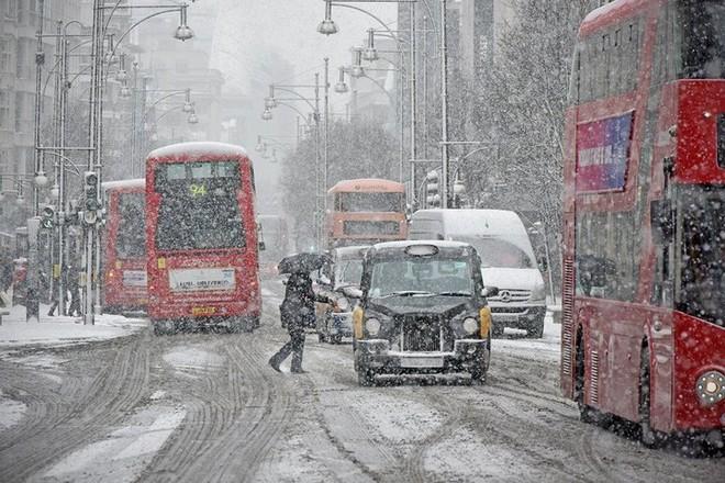 Hình ảnh bão tuyết Emma quần thảo dữ dội khiến nước Anh tê liệt - Ảnh 7.