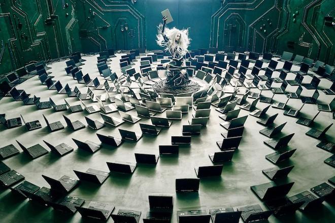 Nhóm nghệ sĩ biến gần 2 tấn rác thải điện tử thành những tác phẩm nghệ thuật tuyệt đẹp - Ảnh 13.