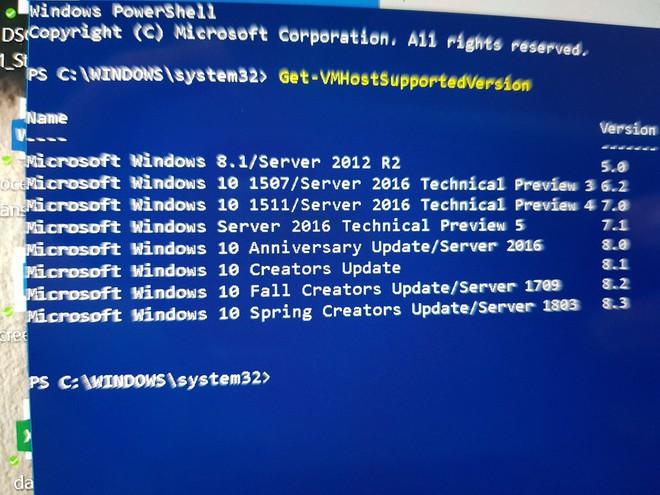 Màn hình Windows PowerShell trên Windows 10 Redstone 5 cho thấy tên gọi Spring Creators Update
