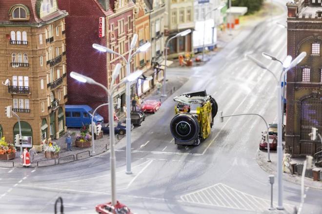 Google dùng xe Street View tí hon để quay phim thành phố mô hình, kết quả thu được cực kỳ tuyệt vời - Ảnh 2.