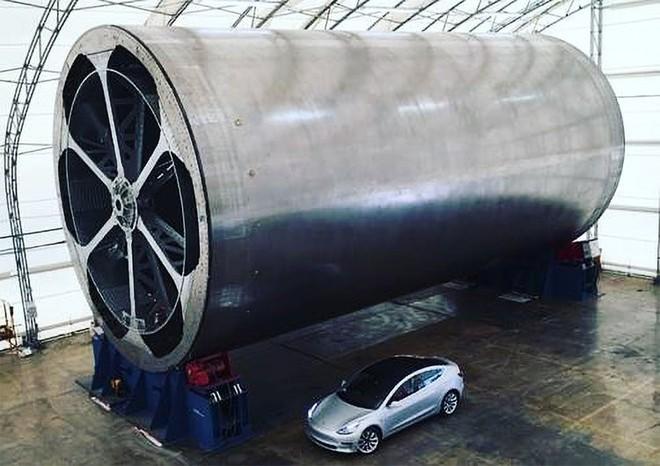 Elon Musk vừa tiết lộ một chi tiết khổng lồ, SpaceX sẽ sử dụng để chế tạo tên lửa lớn nhất và mạnh nhất lịch sử - Ảnh 1.