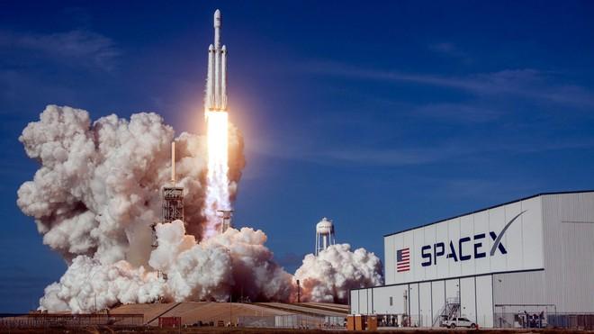 Hai số phận của Tesla và SpaceX: Khi làm ô tô chạy điện còn khó hơn cả tên lửa vũ trụ tái sử dụng - Ảnh 2.