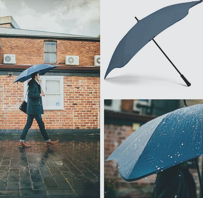 Dành cho mùa mưa bão năm nay: Chiếc ô siêu bền có thể hứng chịu được mưa đá và sức gió tới 90 km/h - Ảnh 1.