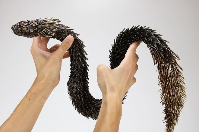 Ấn tượng với kỹ thuật uốn dây đồng tạo nên những tác phẩm điêu khắc cực ấn tượng của nghệ sỹ người Nhật - Ảnh 5.