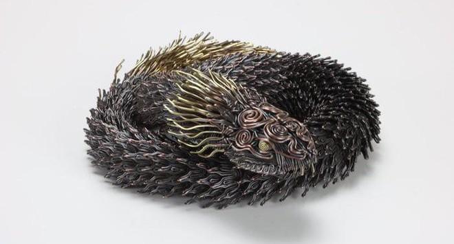 Ấn tượng với kỹ thuật uốn dây đồng tạo nên những tác phẩm điêu khắc cực ấn tượng của nghệ sỹ người Nhật - Ảnh 3.