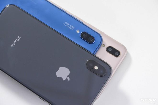 Không chỉ màn hình, Vivo và Huawei sao chép luôn thiết kế camera kép nằm dọc của iPhone X