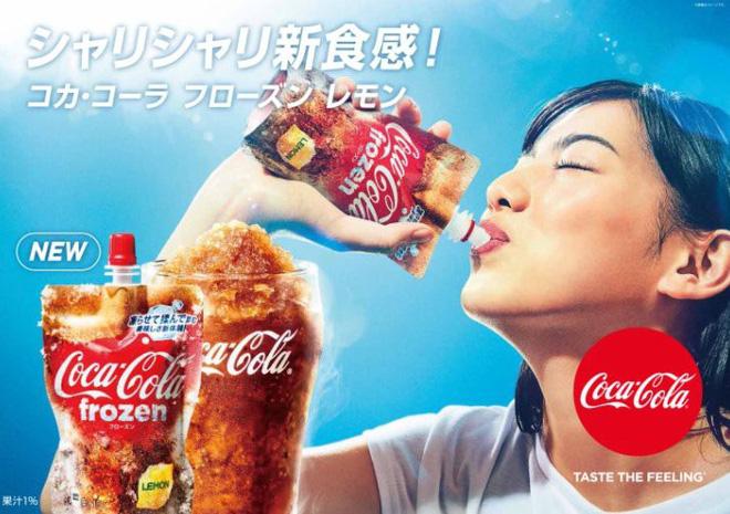 Coca-Cola ra mắt phiên bản đông đá đầu tiên trên thế giới, vừa bóp vừa mút như sữa chua túi - Ảnh 1.