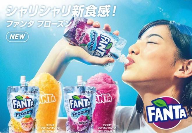 Coca-Cola ra mắt phiên bản đông đá đầu tiên trên thế giới, vừa bóp vừa mút như sữa chua túi - Ảnh 4.
