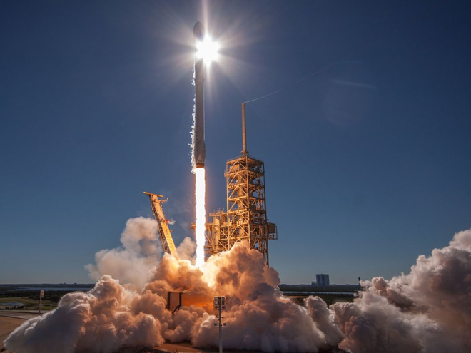 Sáng mai, SpaceX sẽ phóng kính viễn vọng của NASA lên vũ trụ, và đây là cách để xem trực tiếp quá trình này - Ảnh 2.