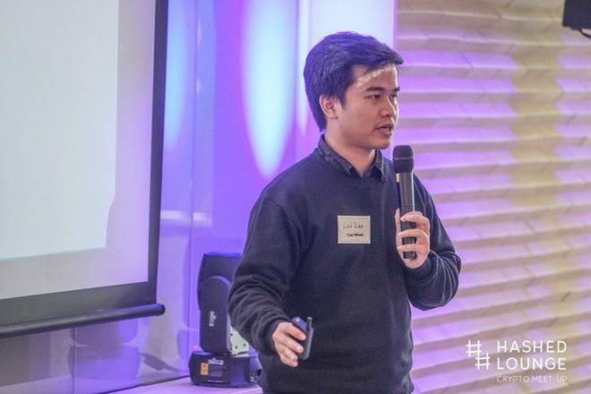 Tiến sỹ Lưu Thế Lợi - CEO và nhà sáng lập Kyber Network, top 30 Under 30 của Forbes châu Á - tại một buổi hội thảo về Blockchain