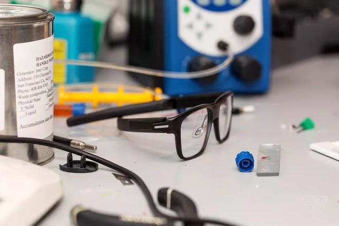Intel xác nhận từ bỏ cuộc chơi trên thị trường kính thông minh - Ảnh 1.