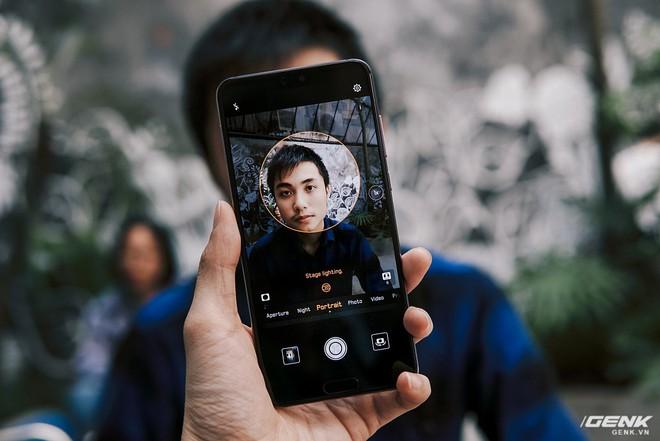 So găng thiết kế Huawei P20 Pro, Galaxy S9+ và iPhone X: theo bạn đâu là smartphone đẹp nhất? - Ảnh 9.