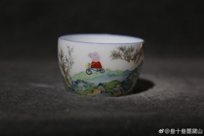 Internet Trung Quốc đang phát sốt vì loại cốc sứ nhà Thanh với hình vẽ hoạt hình của trẻ em Anh - Ảnh 1.