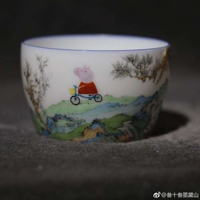 Internet Trung Quốc đang phát sốt vì loại cốc sứ nhà Thanh với hình vẽ hoạt hình của trẻ em Anh - Ảnh 2.