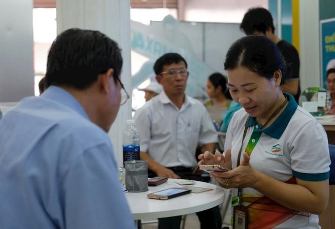 Hình ảnh người dân TP HCM chen lấn đi đăng ký thông tin trước giờ G - Ảnh 15.