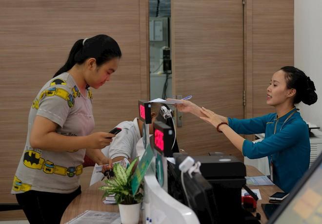 Hình ảnh người dân TP HCM chen lấn đi đăng ký thông tin trước giờ G - Ảnh 13.