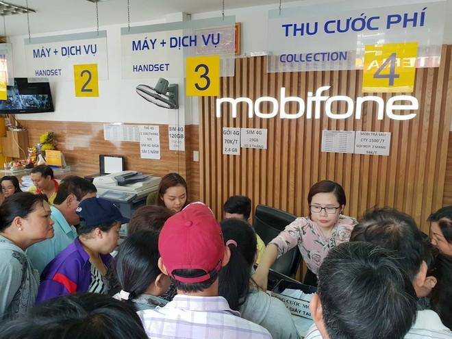 Hình ảnh người dân TP HCM chen lấn đi đăng ký thông tin trước giờ G - Ảnh 2.