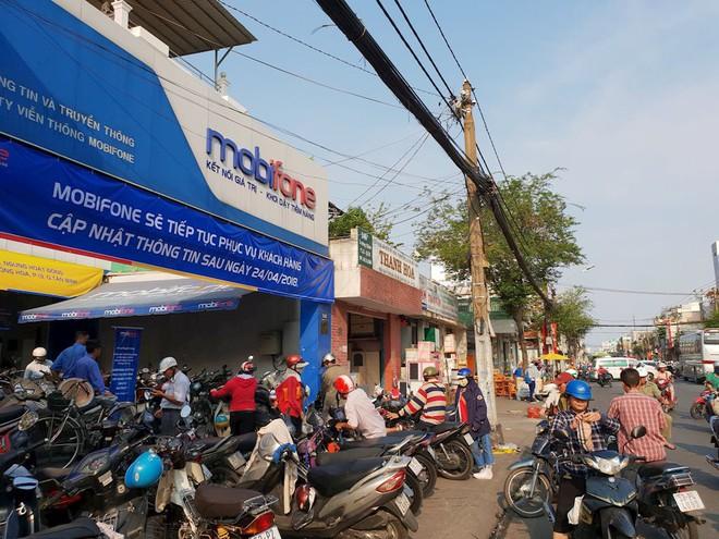 Hình ảnh người dân TP HCM chen lấn đi đăng ký thông tin trước giờ G - Ảnh 3.