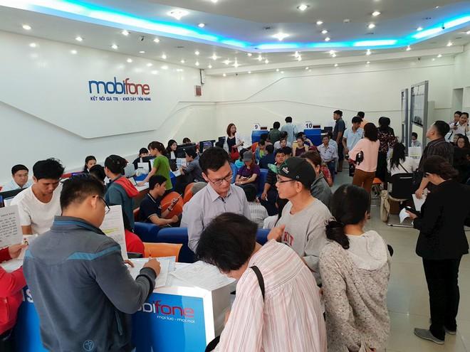 Hình ảnh người dân TP HCM chen lấn đi đăng ký thông tin trước giờ G - Ảnh 5.