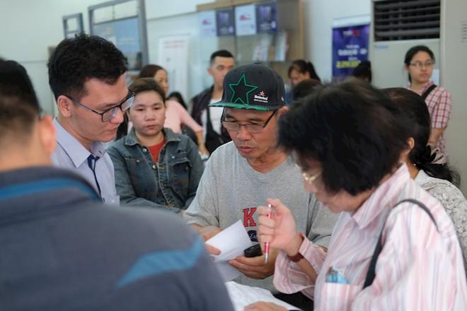 Hình ảnh người dân TP HCM chen lấn đi đăng ký thông tin trước giờ G - Ảnh 6.