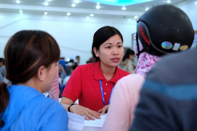 Hình ảnh người dân TP HCM chen lấn đi đăng ký thông tin trước giờ G - Ảnh 7.