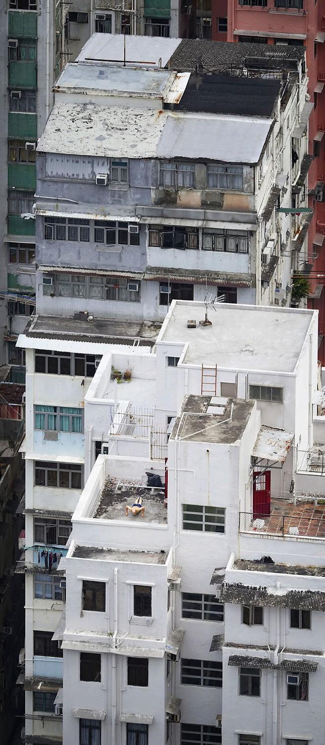 [Ảnh] Concrete stories: Cuộc sống muôn màu trên những tầng thượng của Hồng Kông - Ảnh 5.