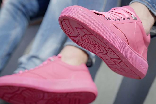 Amsterdam ra mắt mẫu sneakers với phần đế làm từ bã kẹo cao su tái chế - Ảnh 8.