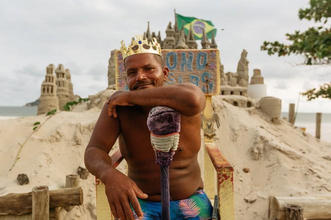 Xây lâu đài cát để làm nơi ở, người đàn ông tự xưng là nhà vua tránh được tiền thuê nhà suốt 22 năm - Ảnh 1.